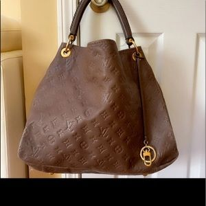 Authentic Louis Vuitton artsy MM
